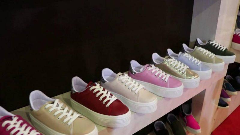 Önder ayakkabı plastik.  İhracat için – yeniexpo
